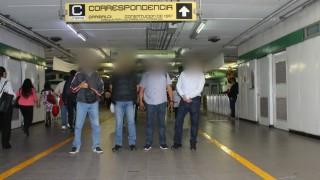 Vigilantes del Metro CDMX frustran robo de telefóno celular en la Vía pública