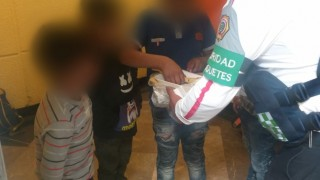 Elementos de la PBI del Metro Apatlaco auxilian a cuatros niños, víctimas de posible maltrato