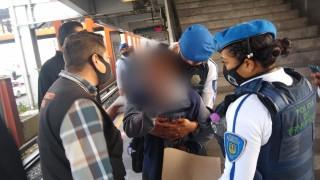 Policías de la SSC, adscritos al Metro CDMX salvan vida de un usuario que intentó arrojarse al paso del tren
